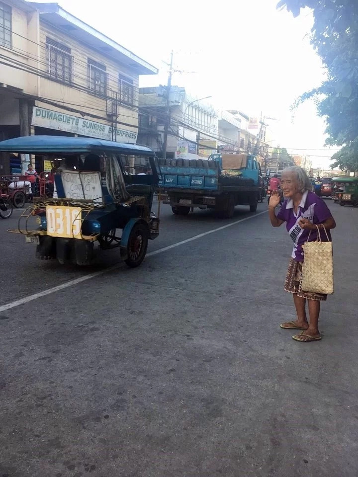Di na naawa sa matanda! An elderly gets rejected countless times by tricycle drivers goes viral