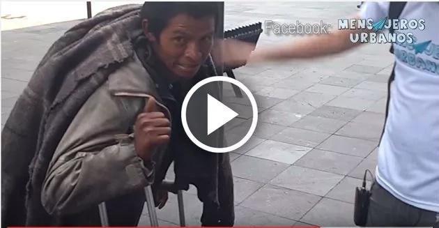 Este indigente dio una lección sobre el dinero. ¡Te dejará conmovido!