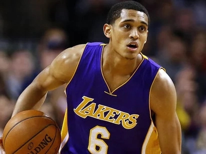 Jordan Clarkson renews contract with Lakers
