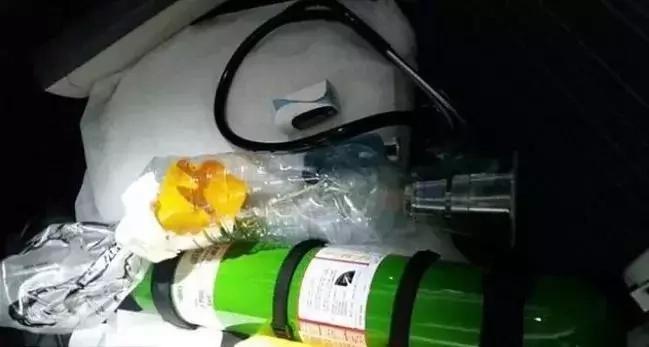 Doktor at ang kanyang henyong DIY Kit nakaligtas ng isang bata habang nasa byahe!
