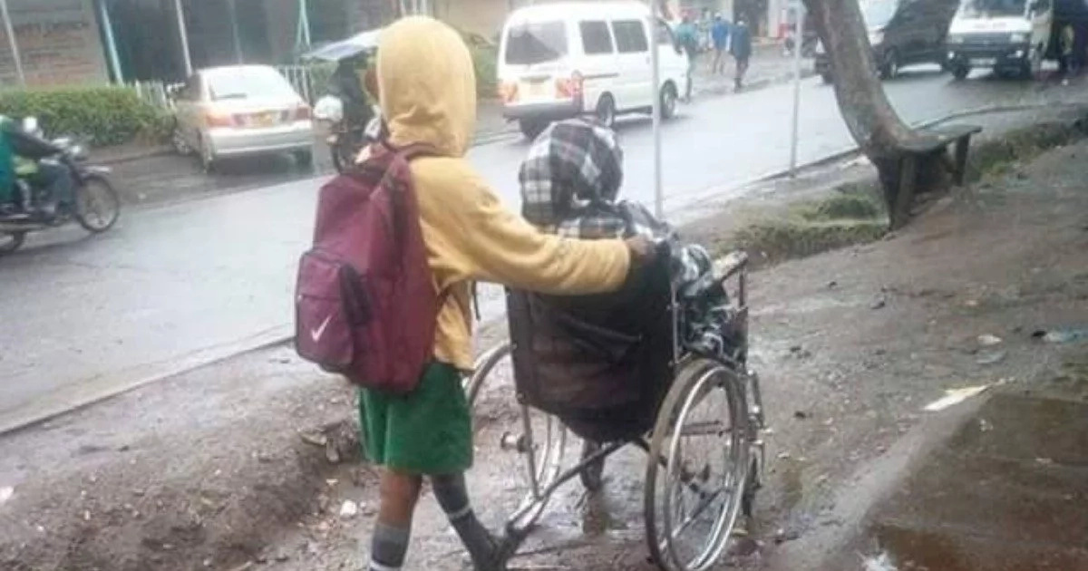 Meet the brave kid who wheels his disabled mother to work before going to school (photos)