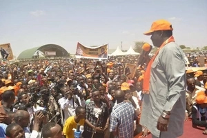 Massive crowd in Kisii chants 'Uhuru must go' as Raila welcomes Uhuru ally to ODM (video)