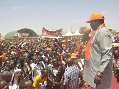 Massive crowd in Kisii chants 'Uhuru must go' as Raila welcomes Uhuru ally to ODM (video)