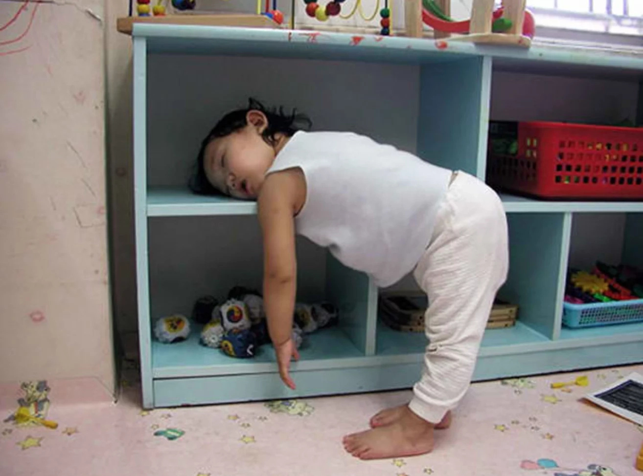 15 cute photos of cutest toddlers sleeping in weird positions