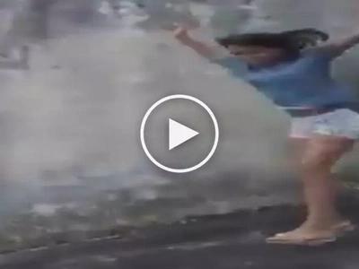 Nakakaawang nakakatawa! Clumsy Pinay teen suffers embarrassing accident while posing for camera