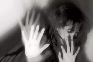 Una mujer embarazada fue amarrada y brutalmente golpeada por su pareja