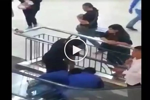Siguro ang sakit nun! Woman trapped in a mall's escalator in BGC rescued
