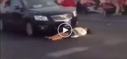 Ingat sa modus na to! Vigilant cops arrest crazy Chinese woman for pretending she got hit by car