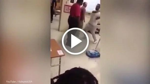 Este estudiante golpeó su profesor y lo filmó a la cámara