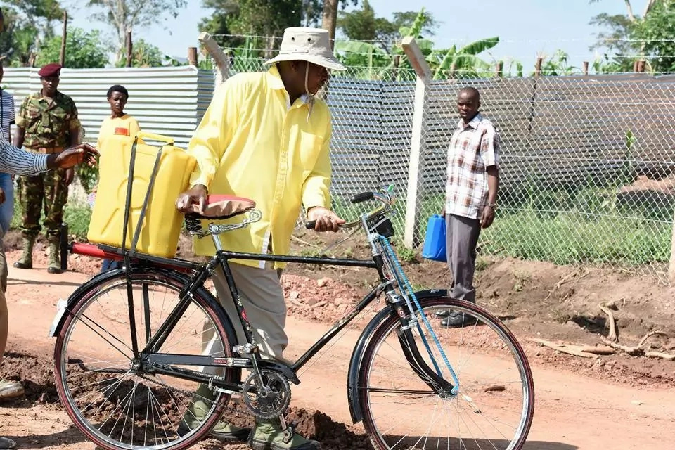 Yoweri Museveni pulls off yet another jaw-dropping stunt (photos)
