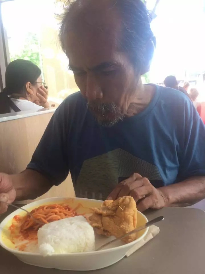 Student gives food to old man who speaks good English