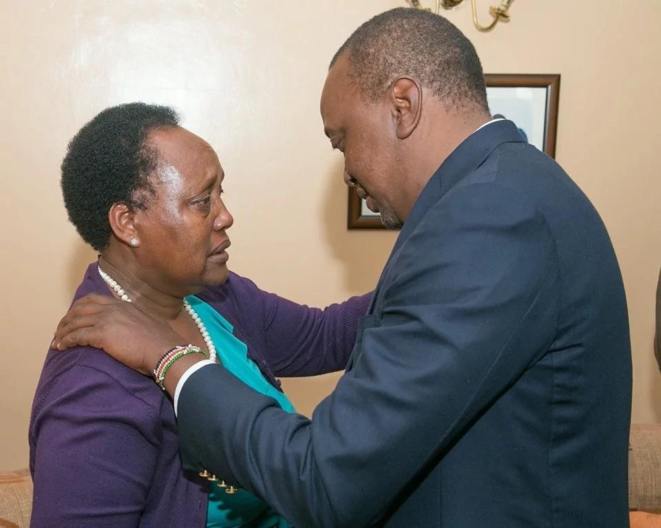 Uhuru visits late Nkaissery's home(photo)