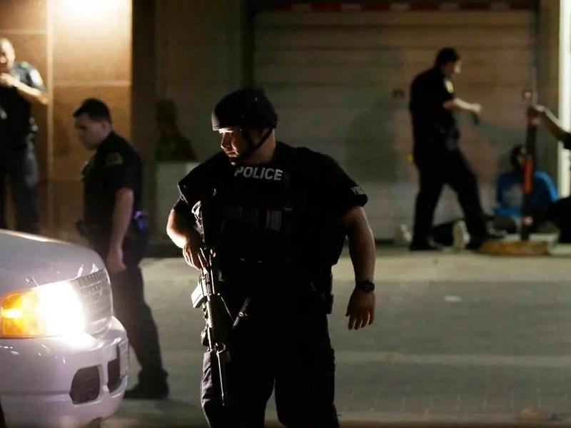 Tiroteo en Dallas deja al menos cinco policías muertos