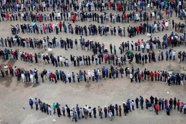 There were long queues at polling stations across Kenya. Photo: Reuters