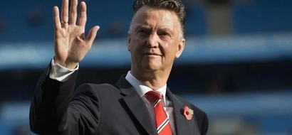 Van Gaal lectures his players one-on-one, find out what he told them