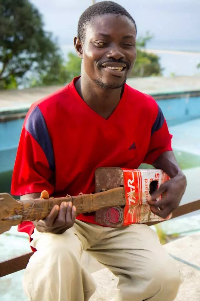 He has won praise online for his unique guitars and talent. Photo: Facebook/Wesseh Freeman