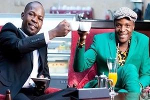 Mtangazaji wa Radio Maisha - Alex Mwakideu - asifia UREMBO wa mkewe hadharani (picha)