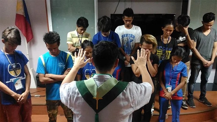 Xavier University earns praises for giving free night classes to street kids