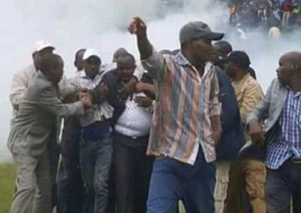 Ruto forced to flee after chaos erupt in Bomet(photos)