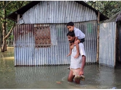 Inspiring! Man's son was sad because he couldn't go to school due to floods, so he carried him there