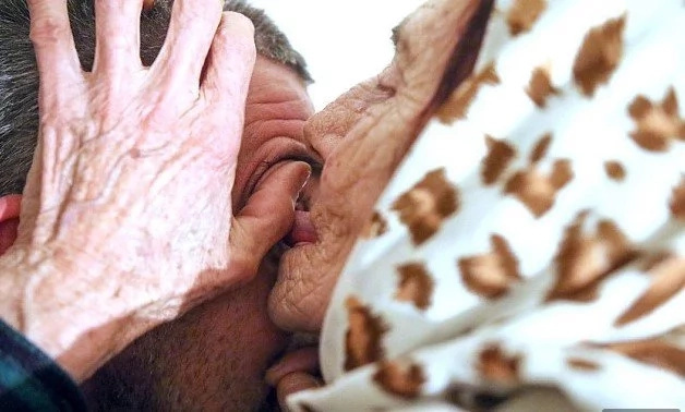 Woman, 80, licks people's eyeballs for 10 Euros to heal them with her tongue (photos)