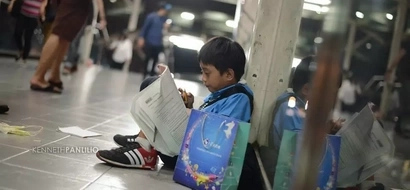 Hindi hadlang ang kahirapan! Young boy inspires determination while doing homework atop a footbridge