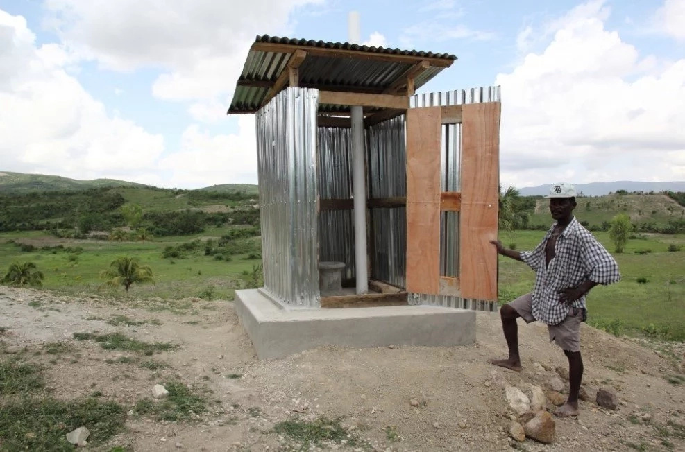 Man dies after trying to retrieve KSh3200 from pit toilet