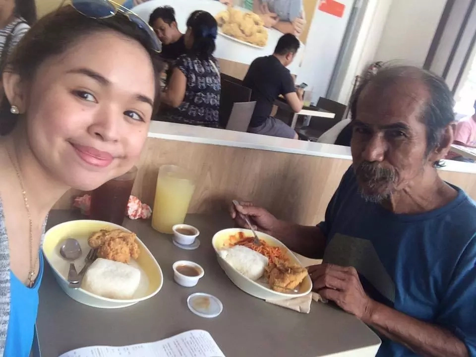 A professor in Ateneo and UP turned into a beggar. This 70-year who speaks English fluently caught the attention of a student!