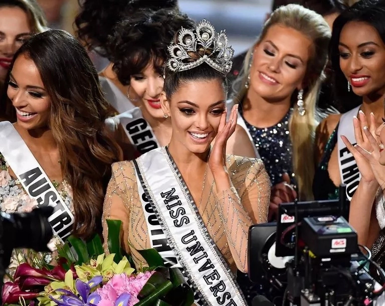 Miss South Africa, Demi-Leigh Nel-Peters is crowned Ms Universe 2017