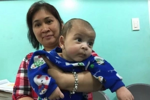 Inabandona ang sariling anak? Mother gives her poor 3-month-old baby to a stanger at NAIA