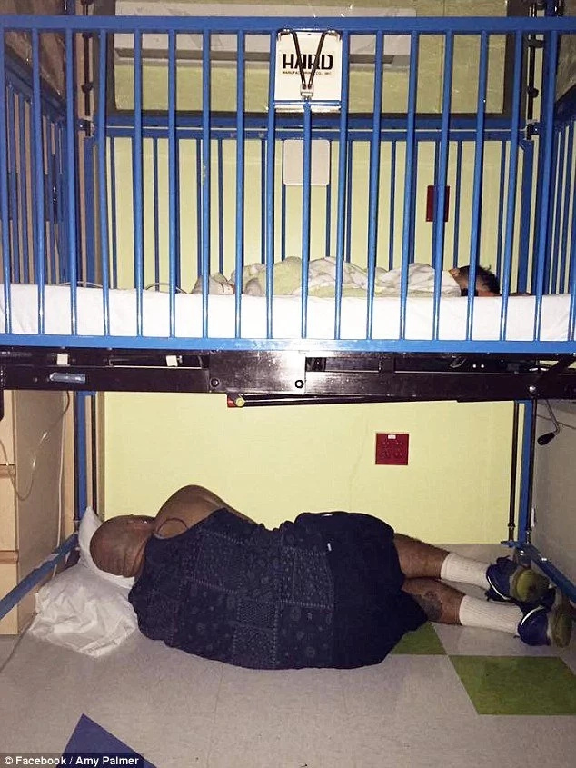 Father of the year: See why this brave man sleeps under his son's hospital bed