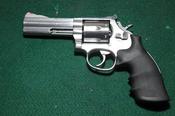 Woman escapes with gun belonging to a policeman