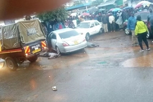 Police gun down deadly robbers... one of them is a police officer off duty (photos)