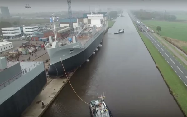 A New Launch Ship Created An Enormous Splashed As Two Small Boats Brought It Into The Water. Watch The Full Video Of How It Happened.
