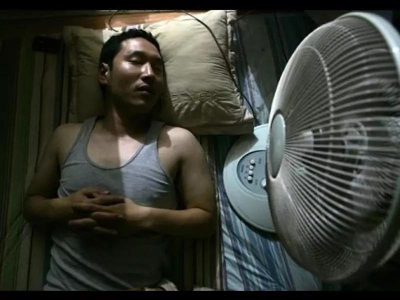 Esto es lo que sucede si DUERMES con el ventilador encendido, ¡No imaginaste que fuera PELIGROSO!