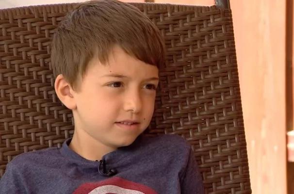 Este chico mordió la hamburguesa a la parrilla que su mamá amorosamente le ofreció y terminó en el hospital