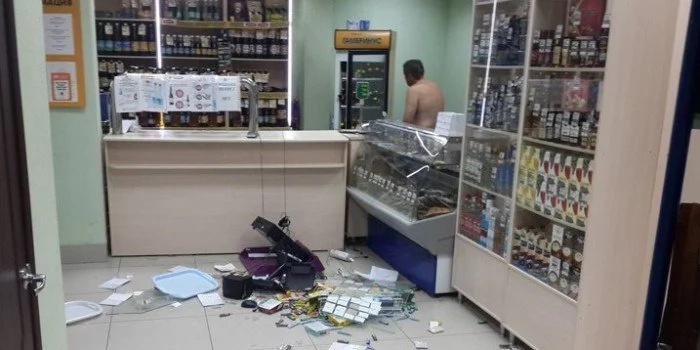 A naked man burst into a store and began smashing everything!