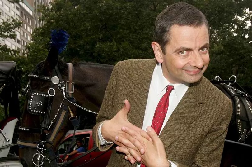 "Mr. Bean just got real! Police officer used the ""finger gun"" tactic in a legit police operation! It has drawn mixed reactions from netizens..."