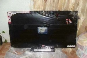 Woman orders 55-inch TV online, receives wooden board wrapped in cellophane (photos)