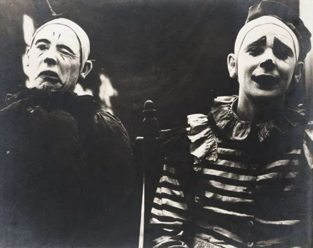 34 Vintage Photos Of Creepy Clowns That Will Make You Lose All Sh*t