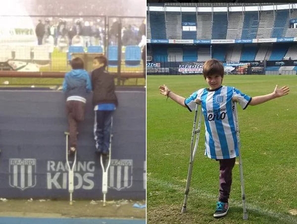 Niño le presta una muleta a su amigo en un partido de fútbol