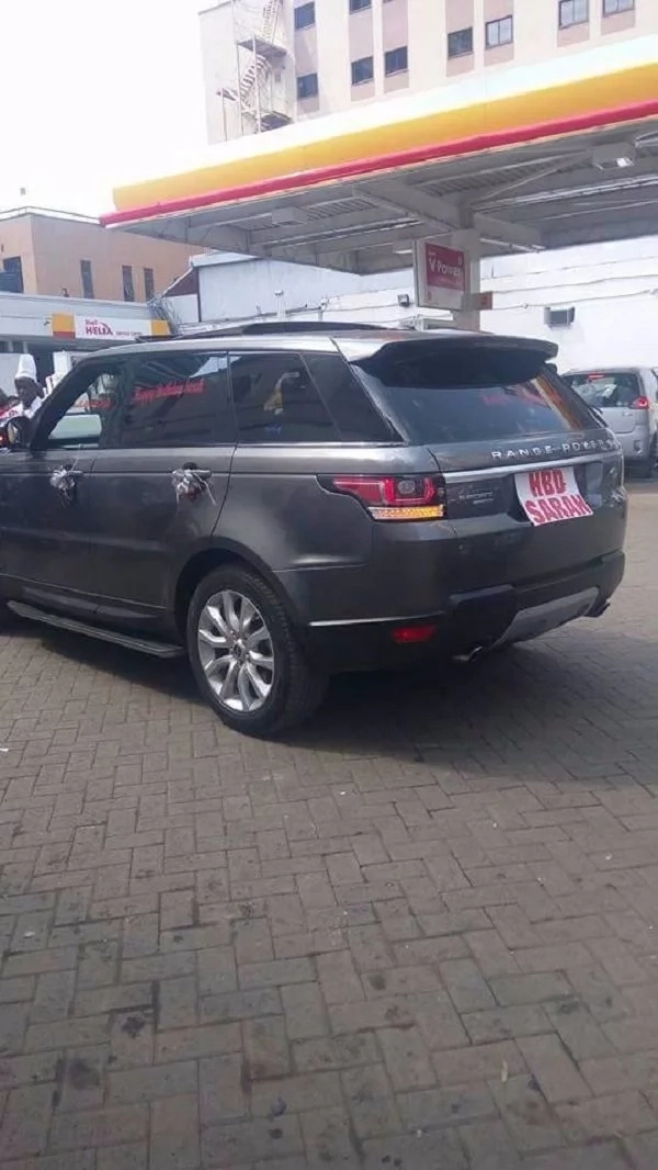 Rich man surprises wife with brand new Range Rover for birthday (photos)