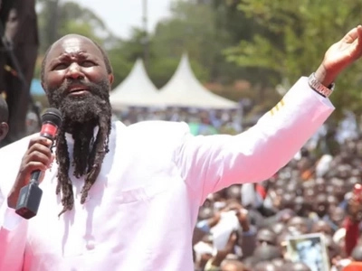 Wakazi Nairobi wasababisha msongamano barabarani ili kumpokea NABII Owuor (picha)
