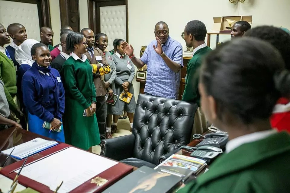 President Uhuru excites students with a tour to State Huse