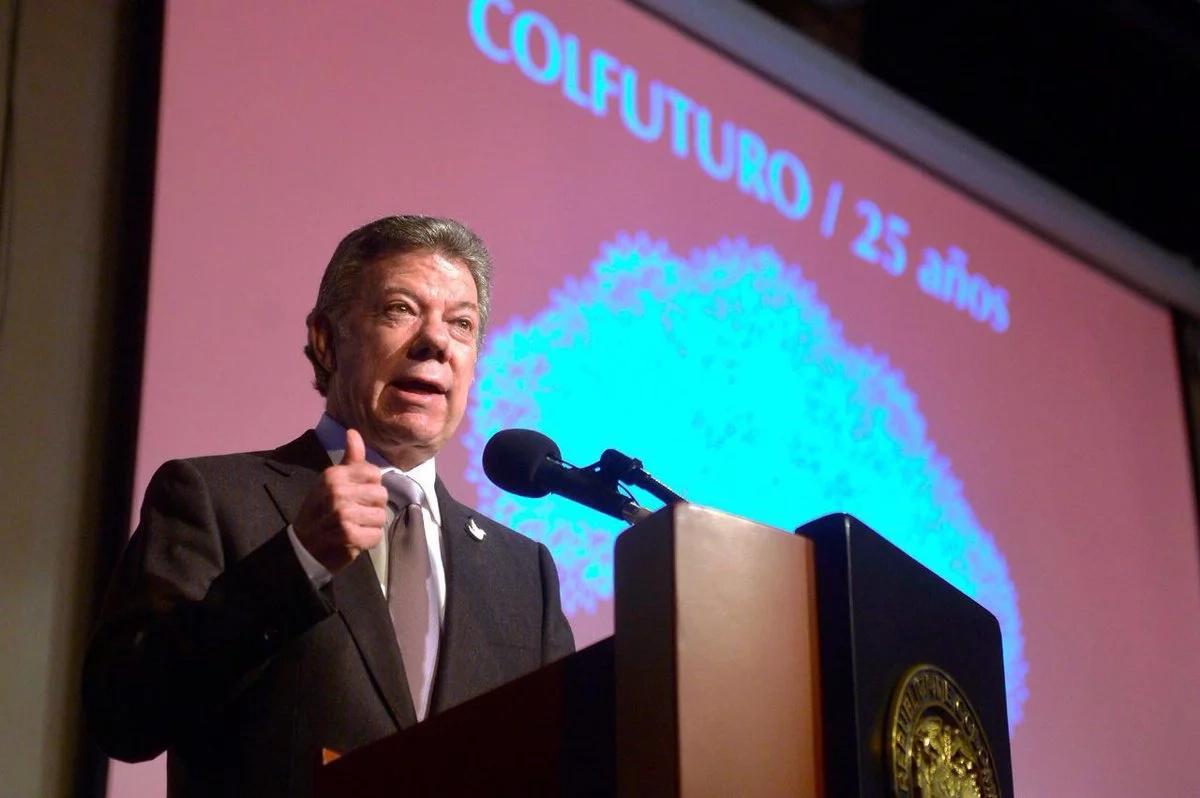 Santos envía carta a Uribe como invitación al proceso de paz
