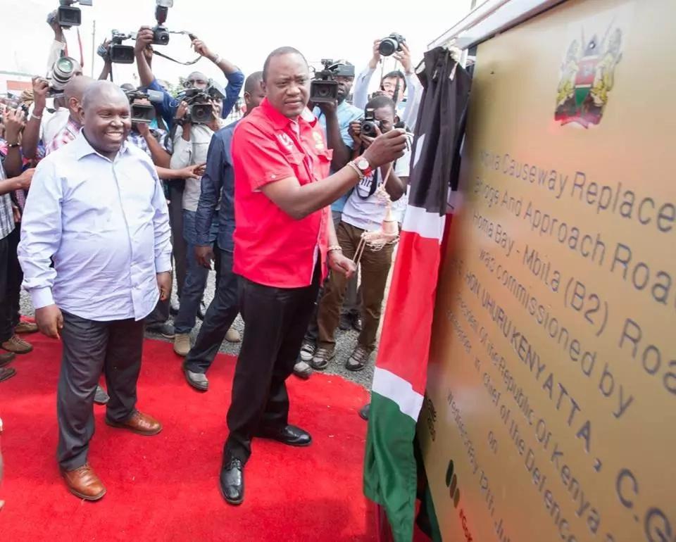 Uhuru akaribishwa kwa taadhima Mbita baada ya kufungua rasmi daraja la kwenda kisiwa cha Rusinga (Picha)