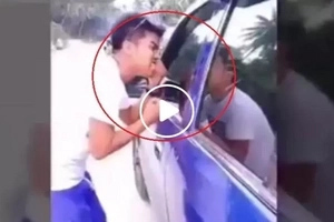 We all could relate for sure! Vain guy spotted fixing out himself using random car's side mirrors