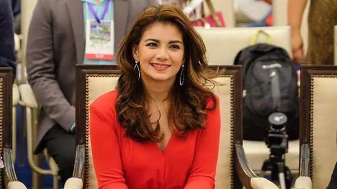 Isabel Granada sings for fans before hospitalization