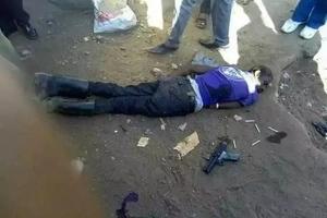 Polisi wampiga risasi jambazi mwingine sugu aliyekuwa akisingizia kuwa mzoaji taka (picha)