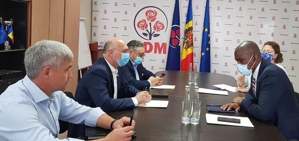 Președintele PDM, Pavel Filip, întrevedere cu Ambasadorul SUA, Dereck J. Hogan